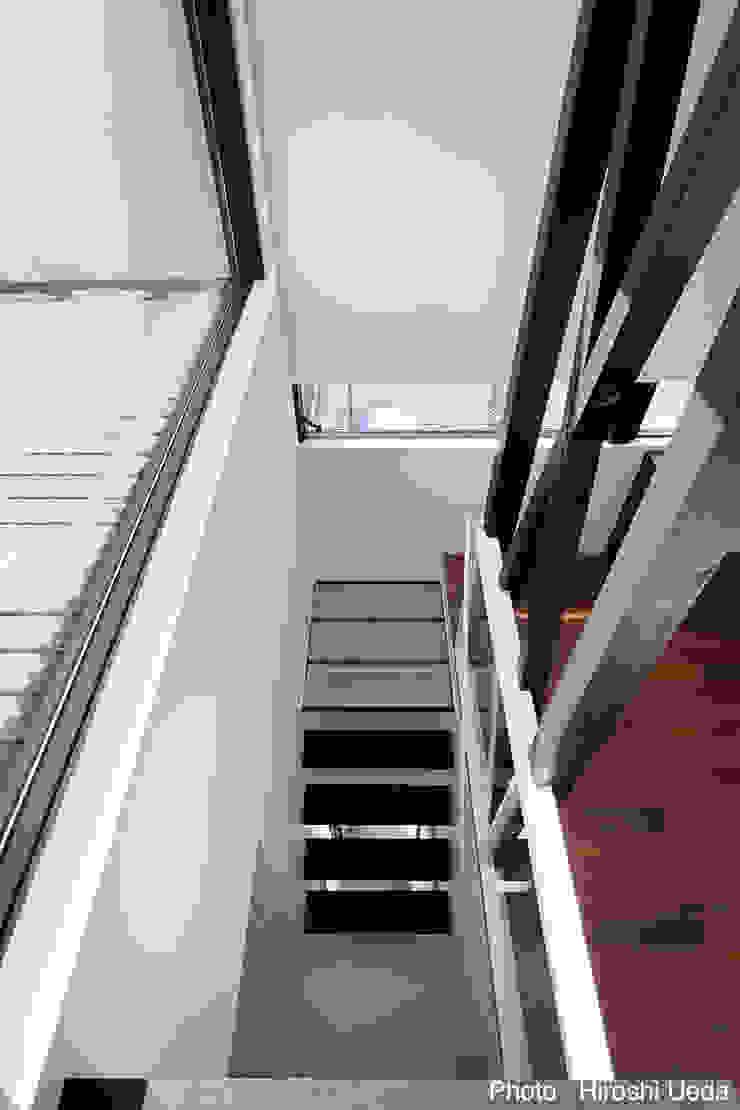 HAKONOOUCHI06 Modern corridor, hallway & stairs by 石川淳建築設計事務所 Modern