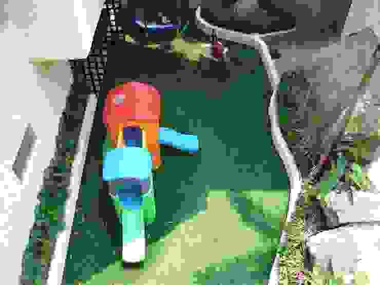 Pasto alfombra Arquiindeco Jardines de estilo moderno