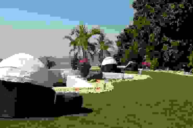 Pasto alfombra Jardines de estilo moderno de Arquiindeco Moderno