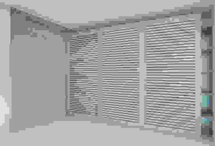 Camera da letto di SMN Studio di Architettura Minimalista