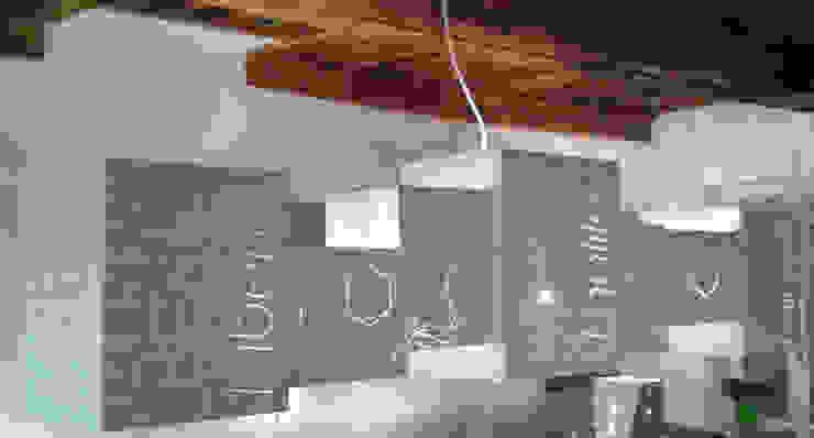 Suspension sur mesure par elsa somano objets lumineux Moderne