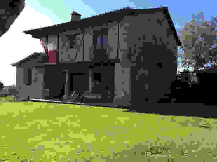 Vista de la casa. Casas de estilo ecléctico de Anticuable.com Ecléctico