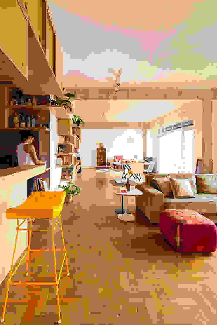 Salon original par Zoom Urbanismo Arquitetura e Design Éclectique
