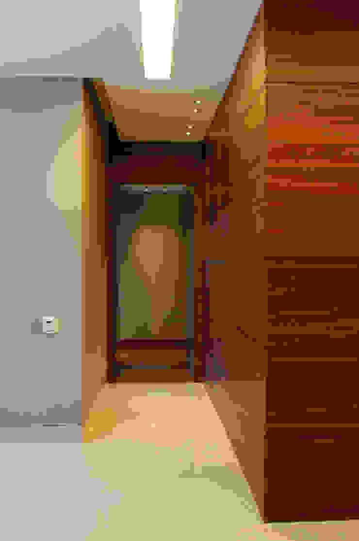 Hall Recamaras ArquitectosERRE Pasillos, vestíbulos y escaleras de estilo moderno