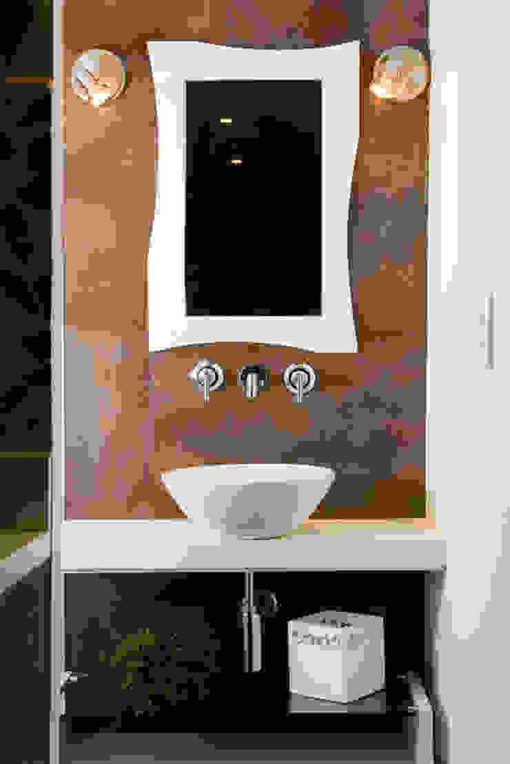 Loft-Container 20' Ferraro Habitat Banheiros minimalistas