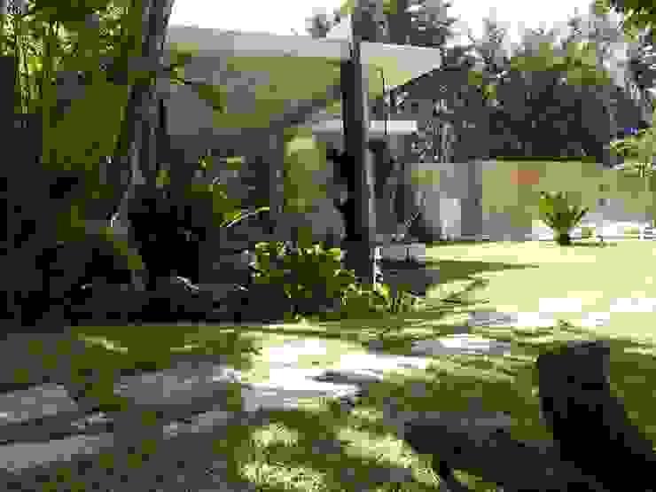 Jardines minimalistas de Rosa Vetrano Architetto Minimalista