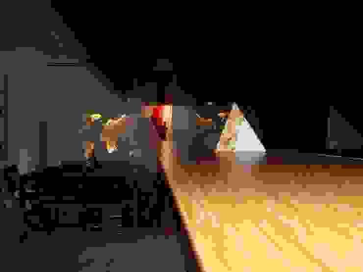 CASA CON PISCINA Sala da pranzo minimalista di Rosa Vetrano Architetto Minimalista