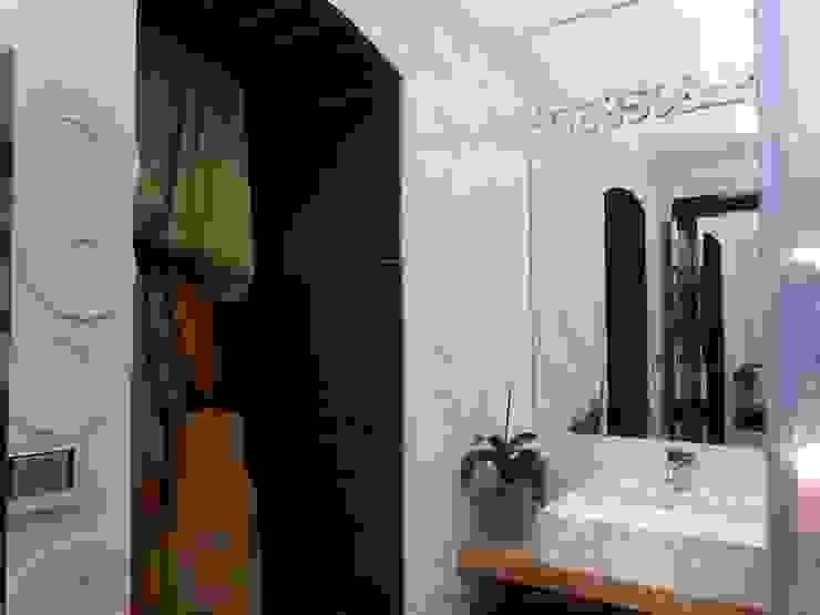 CASA CON PISCINA Bagno minimalista di Rosa Vetrano Architetto Minimalista