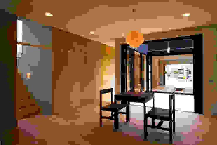 つながる家 モダンデザインの ダイニング の スペースワイドスタジオ モダン