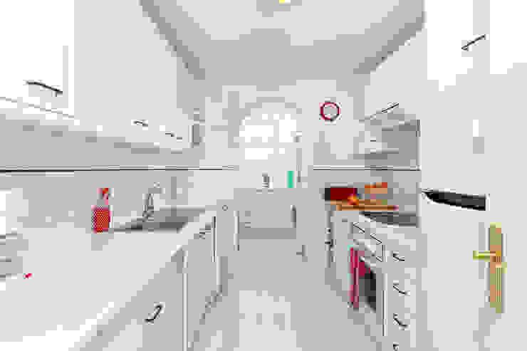 Śródziemnomorskie domy od Espacios y Luz Fotografía Śródziemnomorski