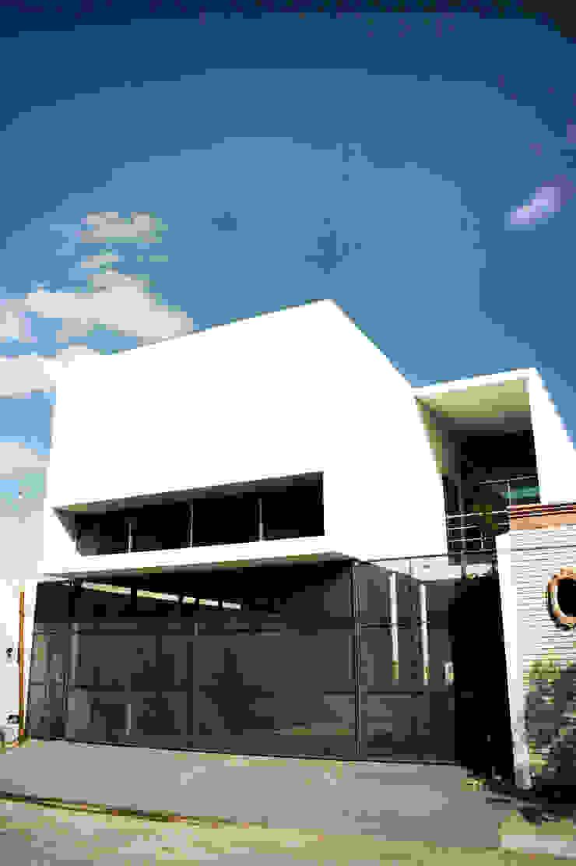 CASA VA_01 de Lopez Resendez STUDIO Moderno