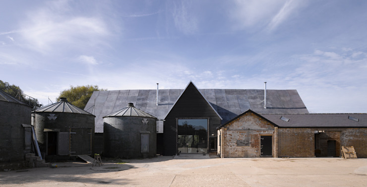 Feering Bury Farm Barn by Hudson Architects Iндустріальний