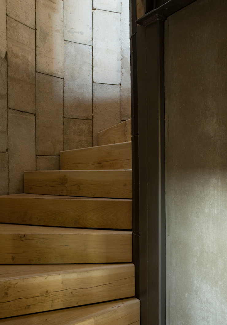 Feering Bury Farm Barn Industrial style corridor, hallway and stairs by Hudson Architects Industrial