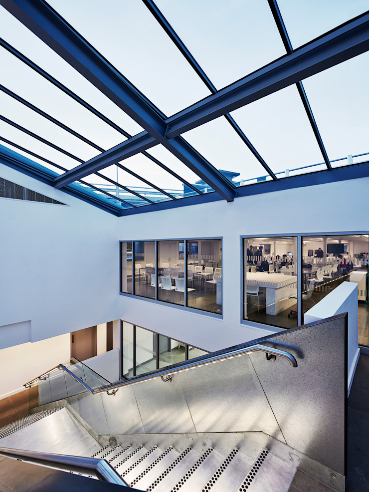 The Guntons Atrium Couloir, entrée, escaliers industriels par Hudson Architects Industriel