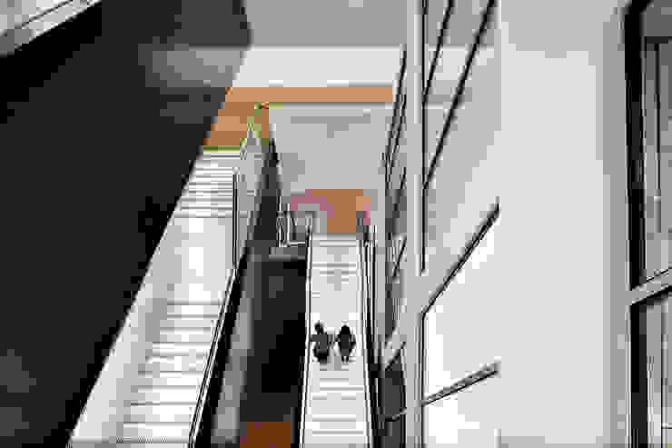 The Guntons Atrium Salle à manger industrielle par Hudson Architects Industriel