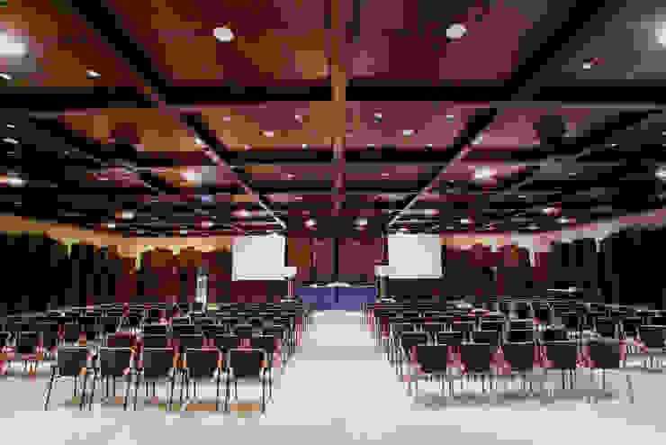 Palacio de Ferias y Congresos de Asenjo y Asociados Moderno
