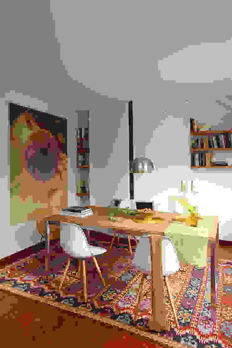 EG 4. Piso Barcelones Comedores de estilo escandinavo de BONBA studio Escandinavo