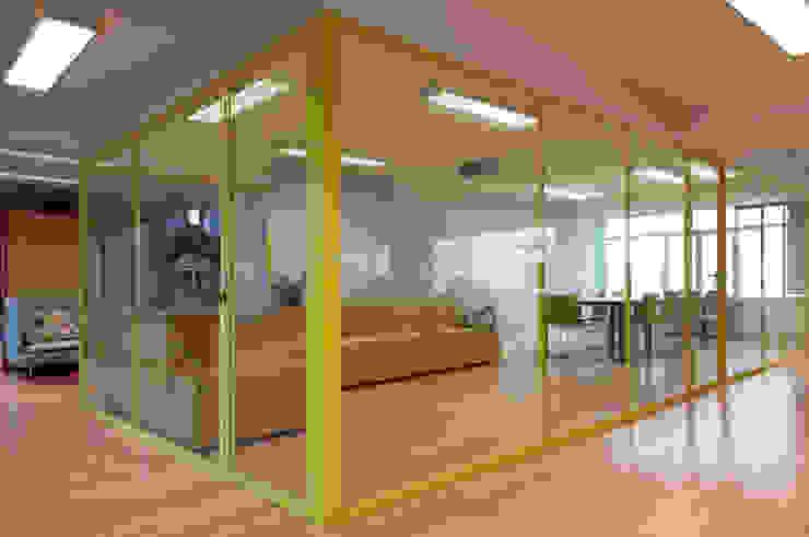 T2O media Oficinas y tiendas de Stone Designs