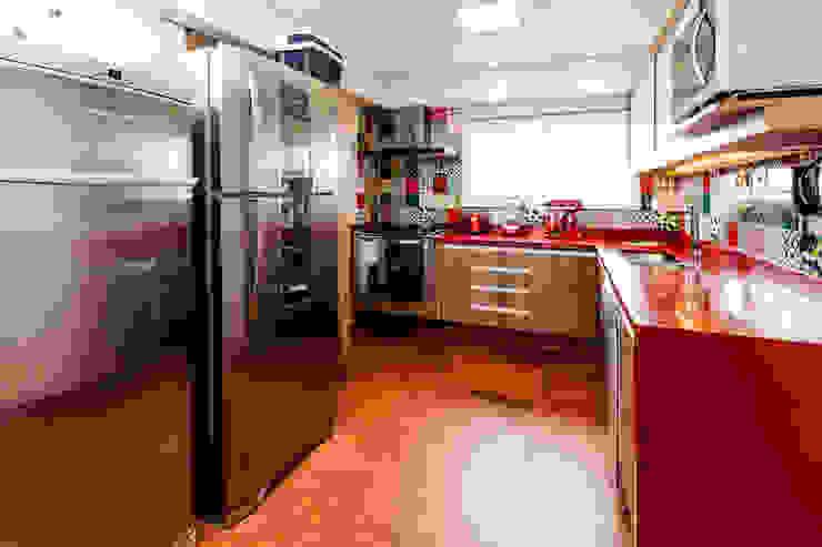 Kitchen by Tikkanen arquitetura, Rustic