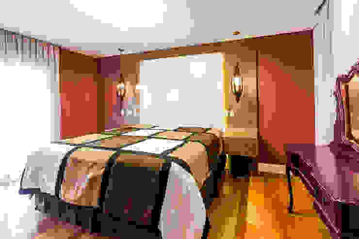 Rustic style bedroom by Tikkanen arquitetura Rustic