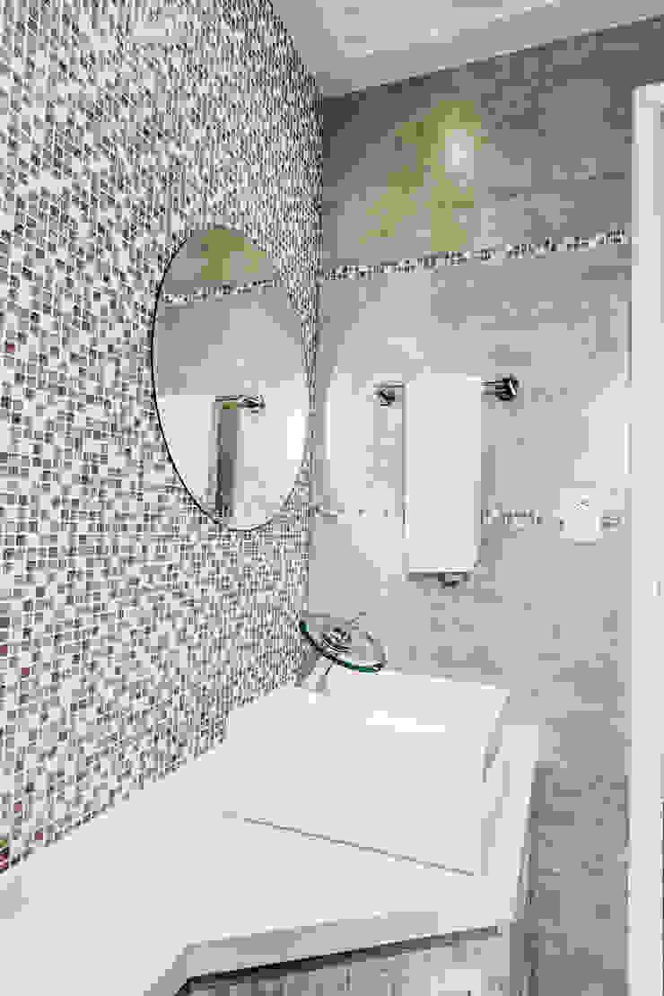 Modern bathroom by Tikkanen arquitetura Modern