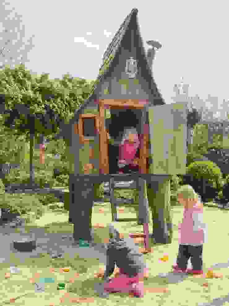 Märchenhaftes Spielhaus für die Kinder von Steffen GmbH Rustikal