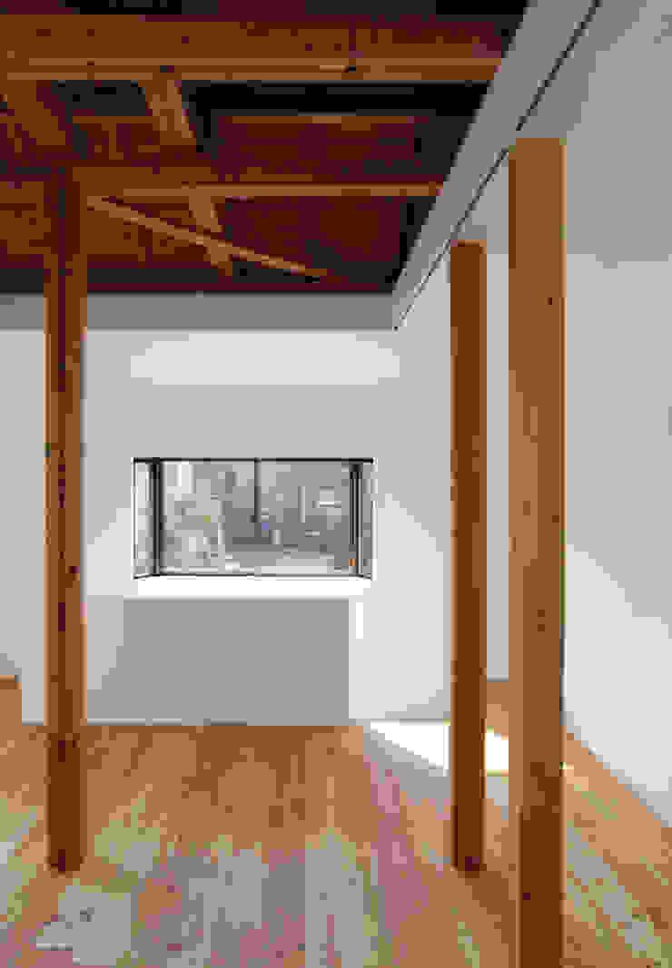 Living Room Salas de estilo moderno de kosuke sakai & associates Moderno