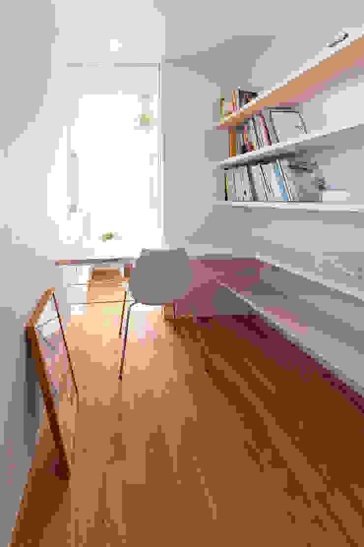 N-house-磐田 モダンな 家 の LIC・山本建築設計事務所 モダン