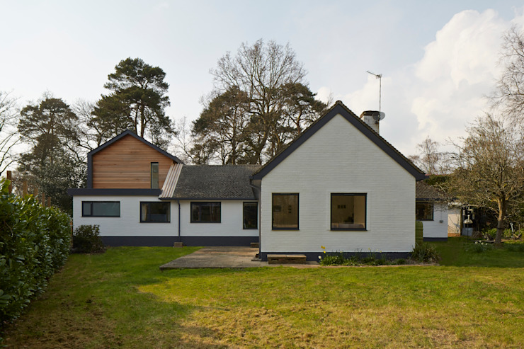 House in Hiltingbury: modern  by LA Hally Architect, Modern
