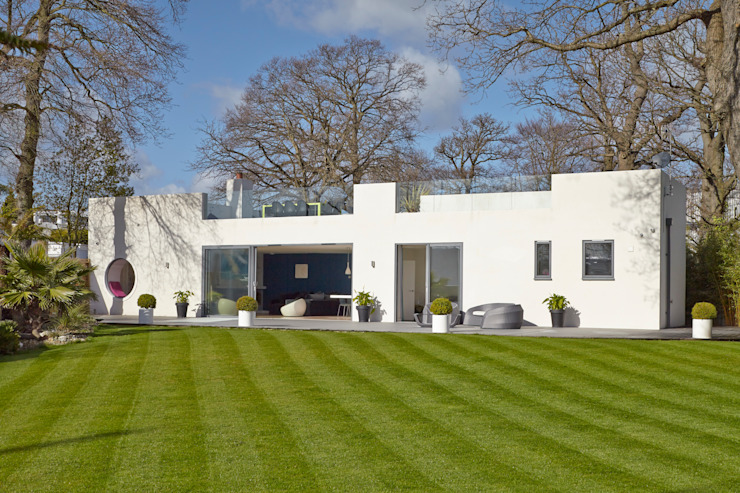 House in Hamble-Le-Rice: modern  by LA Hally Architect, Modern