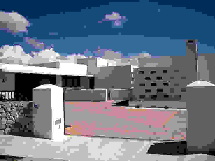 VIVIENDA EN MENORCA- Illes Balears Estudios y despachos de estilo mediterráneo de CARLOS SERRA ARQUITECTO Mediterráneo