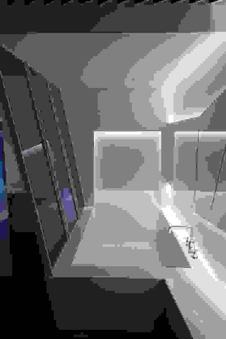 Ванная комната в стиле модерн от Seungmo Lim Модерн