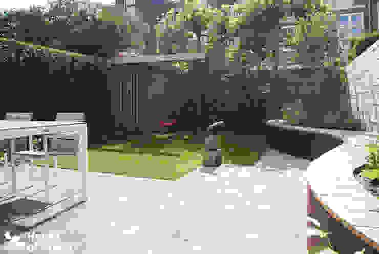 Tuinhuis met schommel Moderne tuinen van House of Green Modern