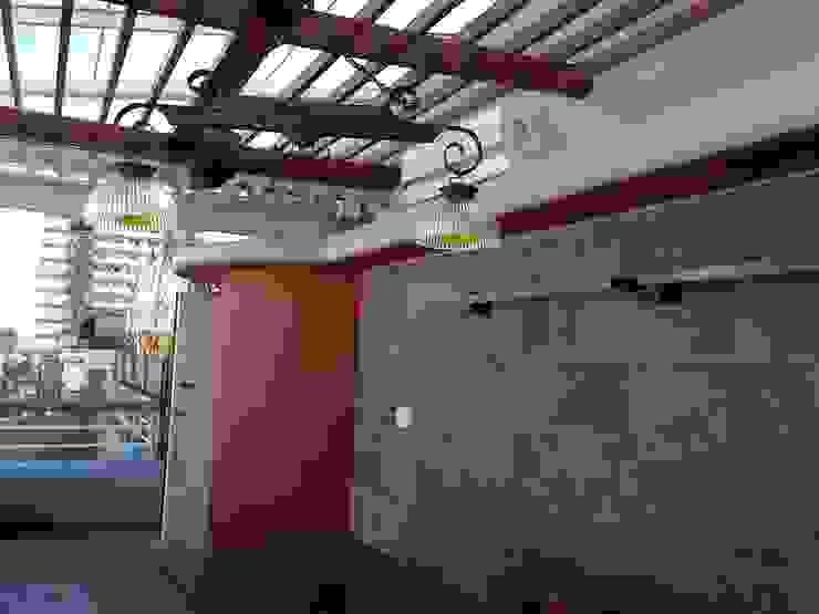 Rustic style balcony, veranda & terrace by Remodelaciones SF Rustic