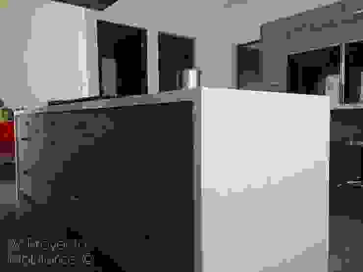 Isla Compac® Carrara:  de estilo  por W Proyectos Mobiliarios, Moderno