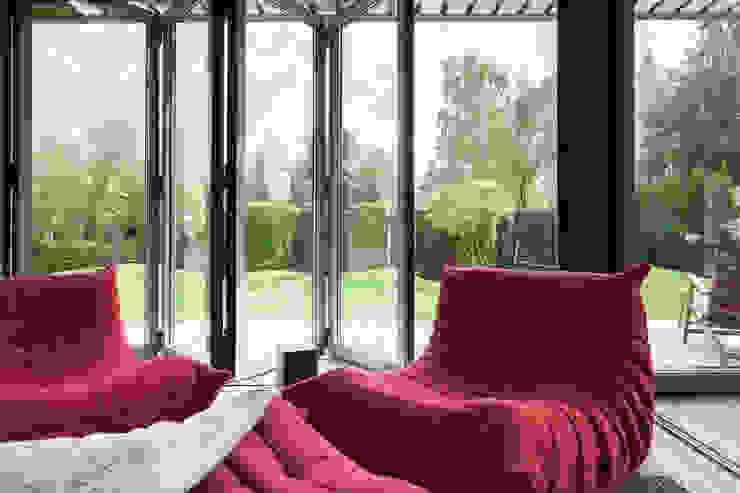 Banqueting house Балкон и терраса в стиле минимализм от Kerimov Architects Минимализм