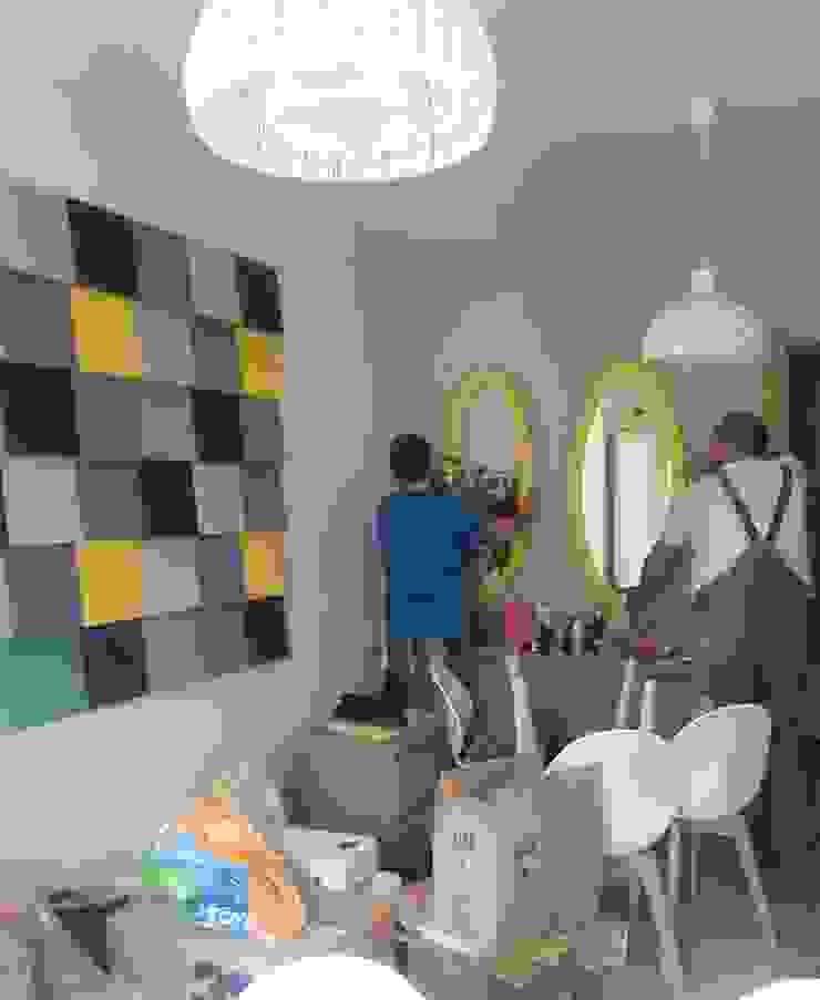 Ściana z panelami Fluffo Cubic Nowoczesny salon od FLUFFO fabryka miękkich ścian Nowoczesny