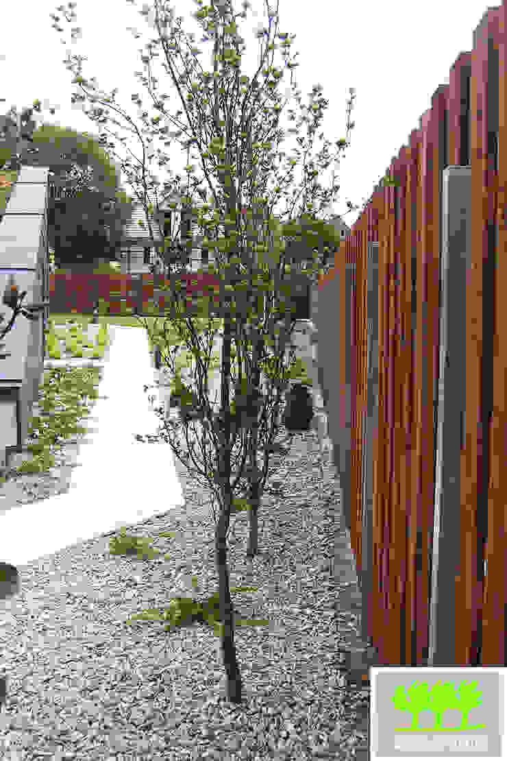 trawertynowy chodnik od 2o2 studio Minimalistyczny