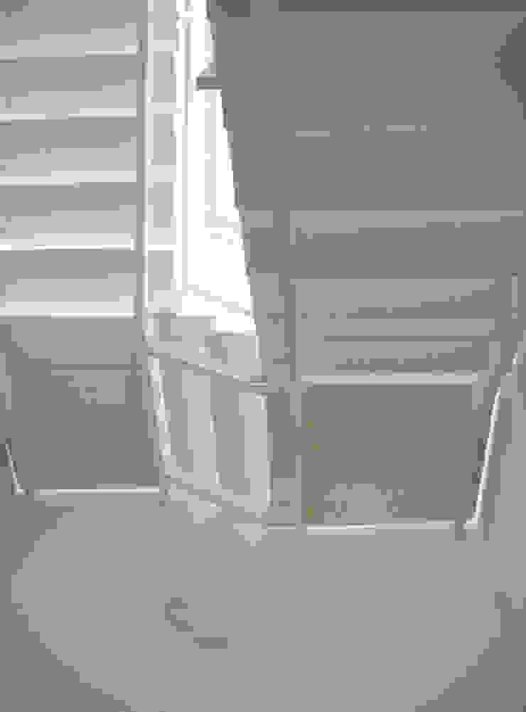Reforma en Ravenna (Italia) Pasillos, vestíbulos y escaleras de estilo industrial de Solé Studio Industrial