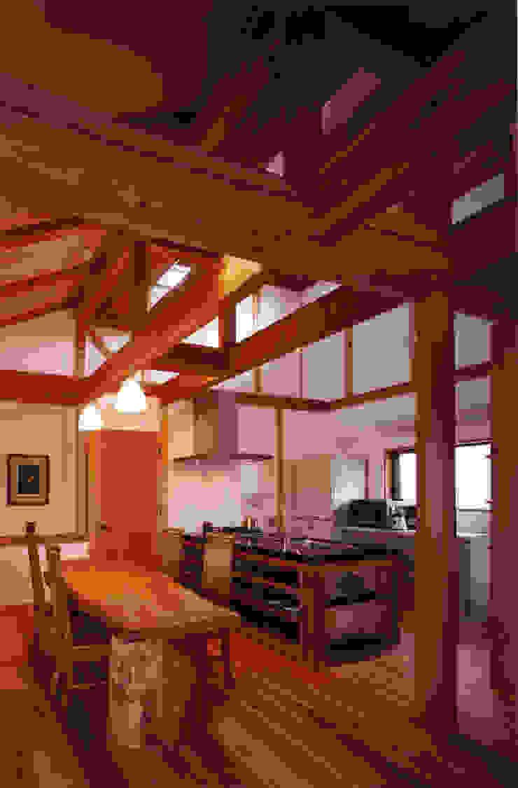 薪塀の家 内観 若夫婦のキッチン 和風の キッチン の 東山明建築設計事務所 和風