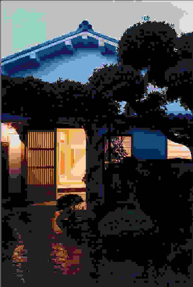 タイトルを入れてください 日本家屋・アジアの家 の MOW Architect & Associates 和風