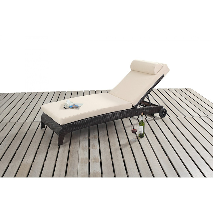 Bonsoni Sun Lounger - comes with an adjustable 3 position backrest and a thick cushion Rattan Garden Furniture de homify Clásico