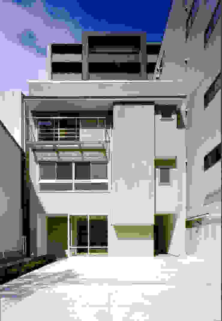 . モダンな 家 の MOW Architect & Associates モダン