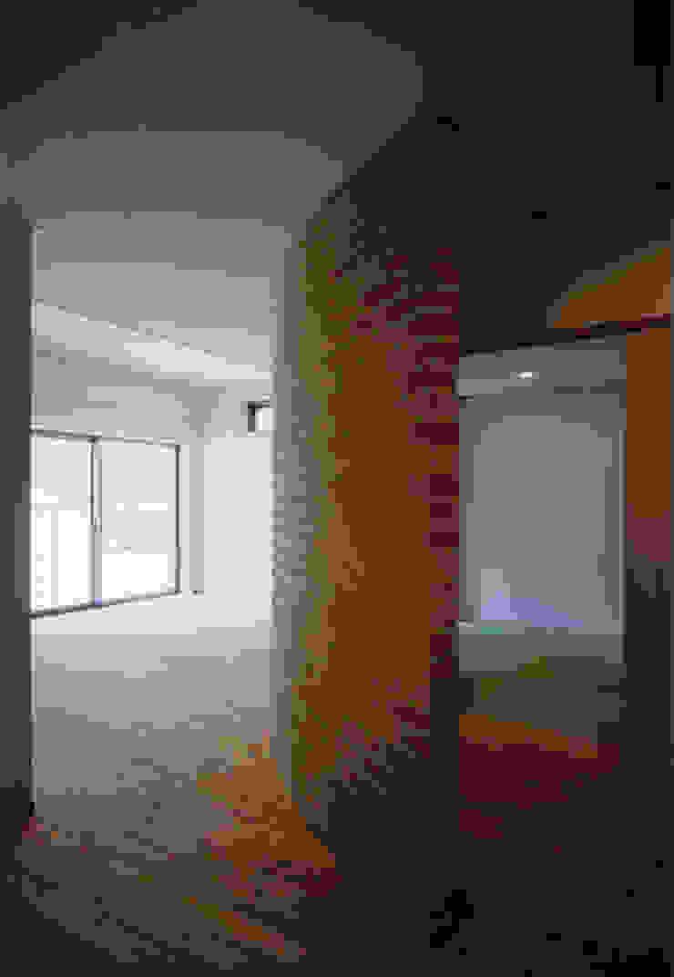 . モダンデザインの 多目的室 の MOW Architect & Associates モダン