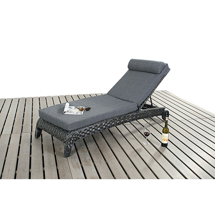 Bonsoni Sun Lounger - Colour: Black - Comes with an adjustable 3 position backrest and a thick cushion Rattan Garden Furniture de homify Clásico