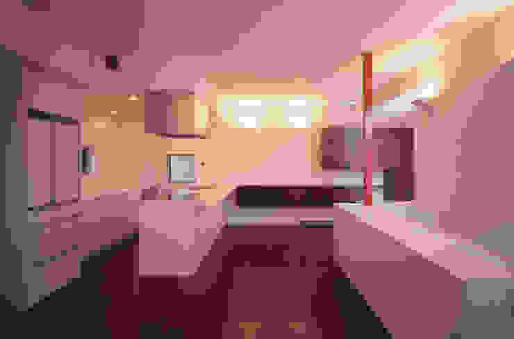 LDK北側 モダンデザインの リビング の 北川裕記建築設計 モダン