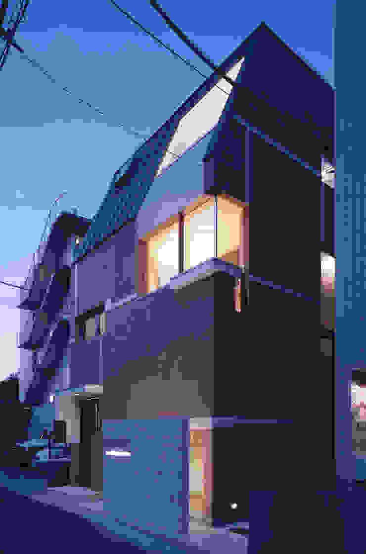 外観夕景 オリジナルな 家 の 北川裕記建築設計 オリジナル