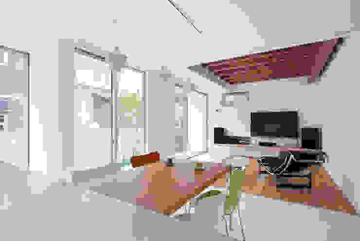 Living room by ARCHSOL DESIGN, Modern