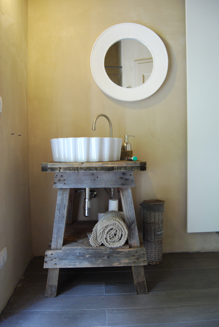 Phòng tắm phong cách mộc mạc bởi Architetto Silvia Giacobazzi Mộc mạc