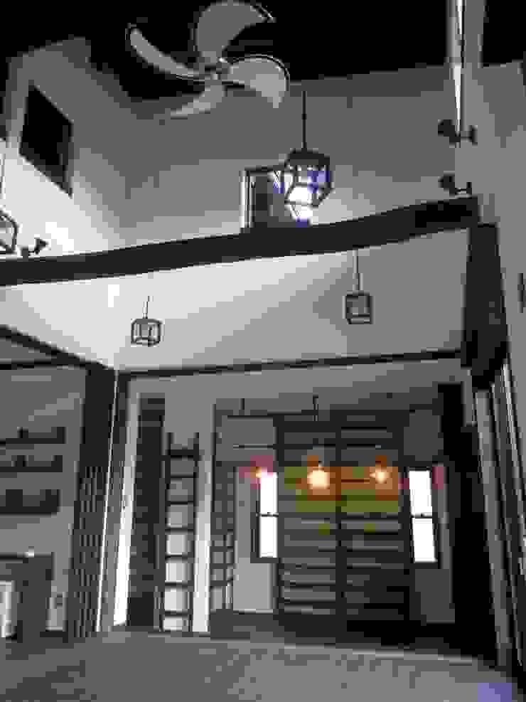 LDK吹抜け クラシックデザインの リビング の 青戸信雄建築研究所 クラシック